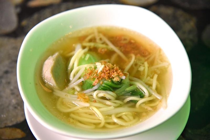台湾小吃の定番・担仔油麺を朝からいただきま~す!