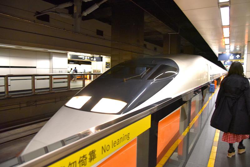 日本の700系をベースにした「700T」が入線してきました