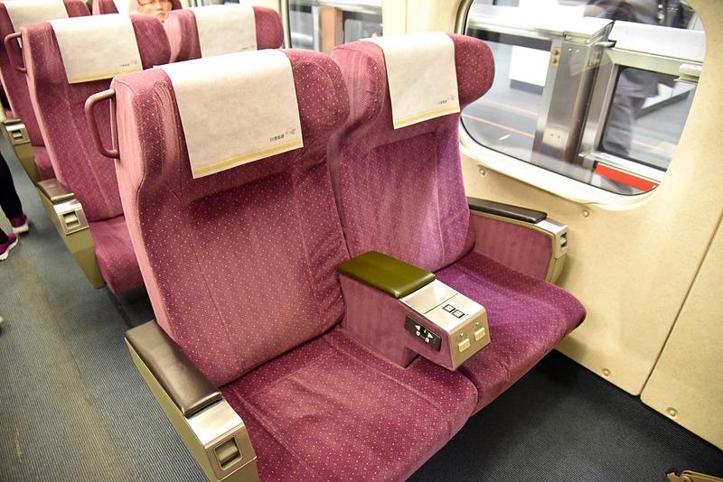 ビジネスクラスの車内は日本でも見慣れた雰囲気で落ち着きます