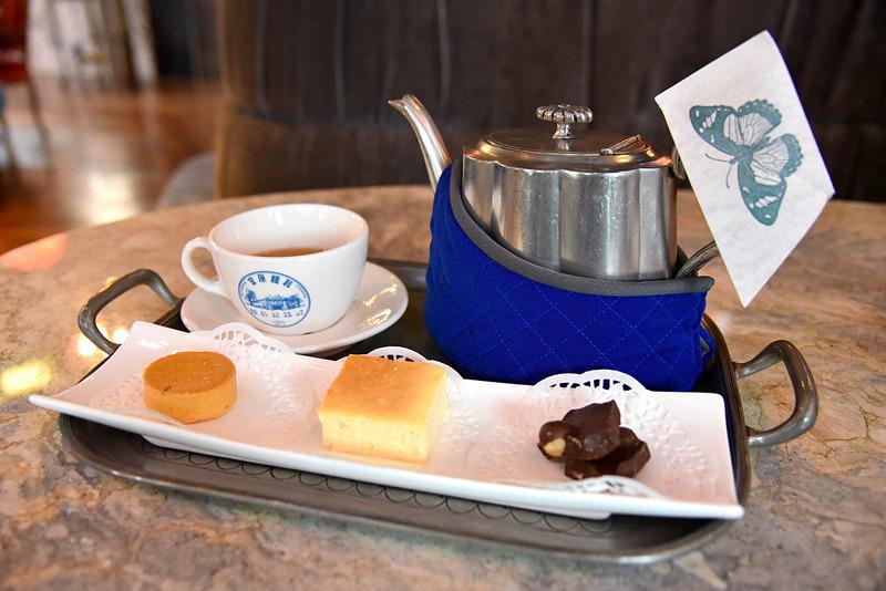 「午後のお茶セット」はちょうどいいサイズ感の日出スイーツが並びます