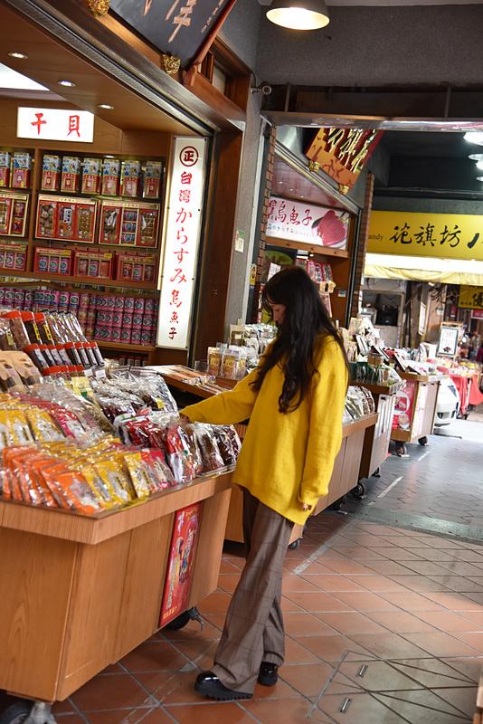 漢方や乾物が豊富に揃う「迪化街」で軒先を眺めながらお土産探し