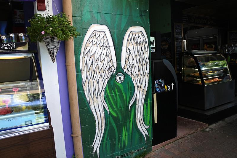 記念にぴったりな羽根のアートもいろいろな場所にあった