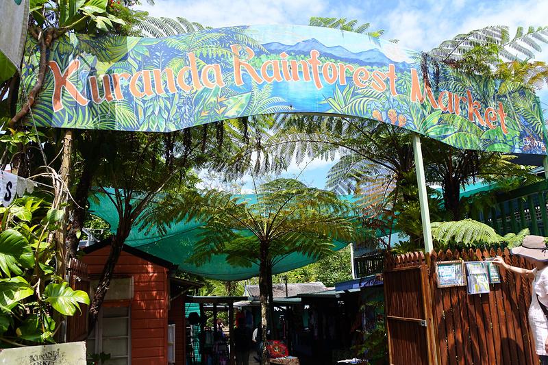 ハンドクラフトや工芸品が購入できる「Kuranda Original Rainforest Market」
