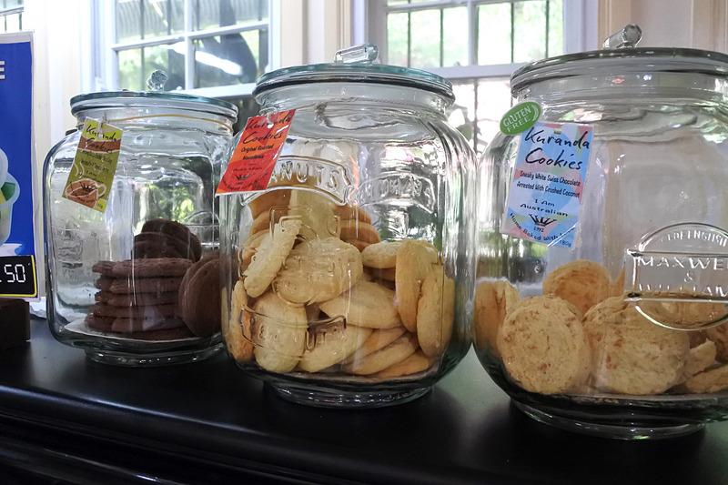 地元産の「Kuranda Cookies」もビン入りで販売