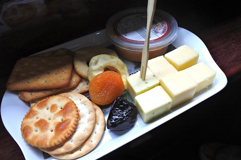 チーズやディップなどがたっぷりのアペタイザー