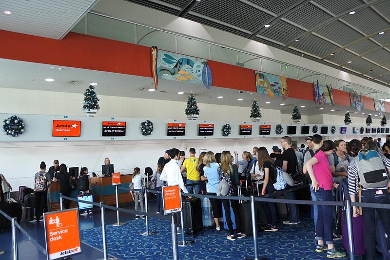 10時15分にケアンズ国際空港に到着。カウンターは混雑していた