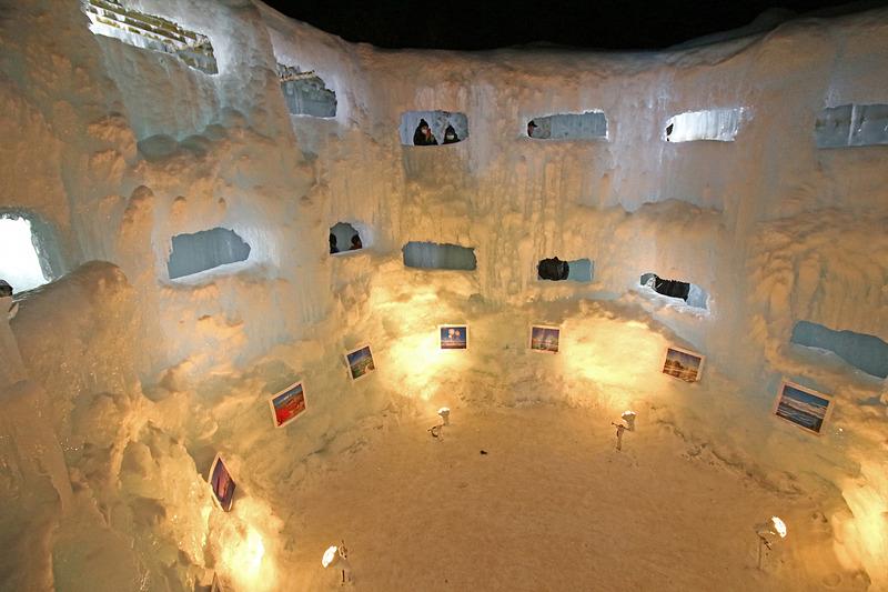 「天空回廊」の中はギャラリーが作られていた
