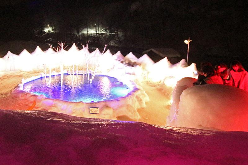 「支笏湖ブルーの池」。フォトスポットが各所に作られている