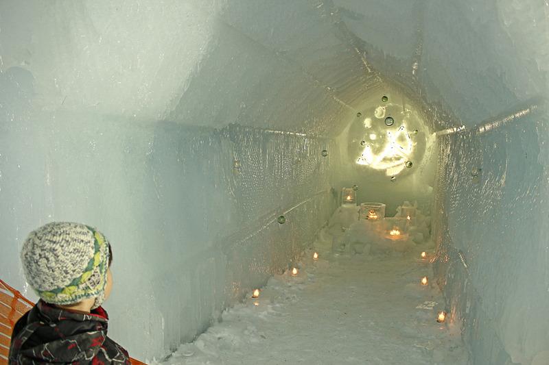 キャンドルライトでライトアップされた「氷濤神社」
