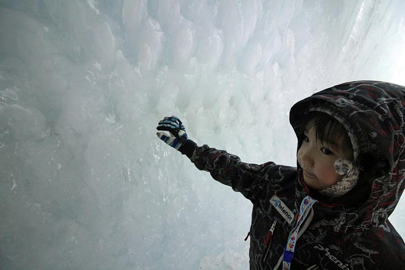 不思議な氷濤を体験し、遊しみ、触れられる、子供にも楽しいイベントだ