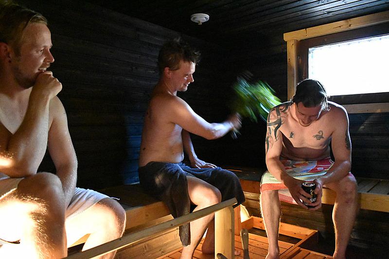 """小枝で肌を刺激しながら入る、これがサウナ大国フィンランドの""""ヴィヒタ"""""""
