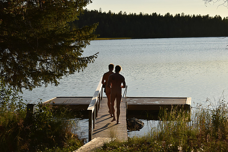 生まれたままの姿で湖に行くのもフィンランド流