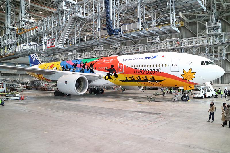 ANAは特別塗装機「HELLO 2020 JET」のお披露目イベントを羽田空港の格納庫で開催した