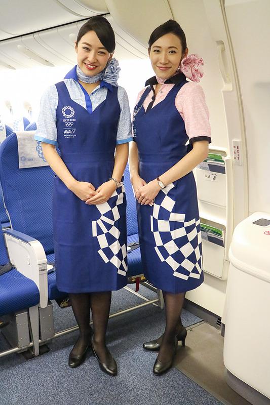CA(客室乗務員)が着用するエプロンも東京オリンピック・パラリンピックデザイン