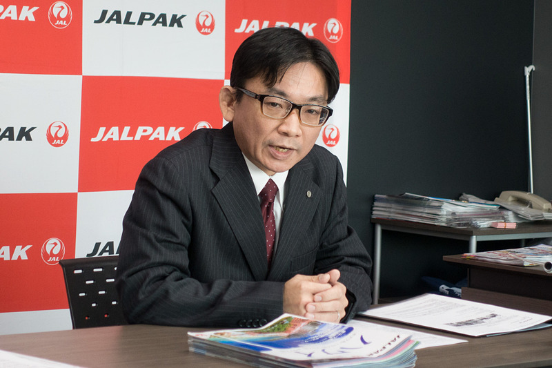 ジャルパックの海外商品について説明する、海外業務部 海外業務グループ長 中井策太郎氏