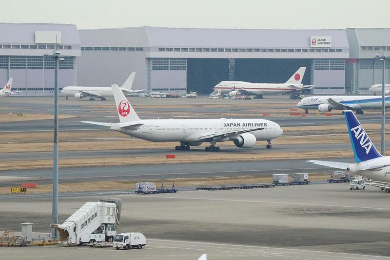 JL006便は定刻より2分早い10時58分にプッシュバックを開始。ニューヨークに向けて飛び立っていった