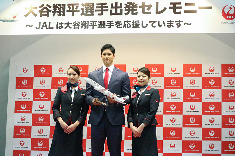 大谷翔平選手とJALはサポート契約を2月1日に締結。同日、JALが運航するJL062便に乗って、ロサンゼルスへ出発した