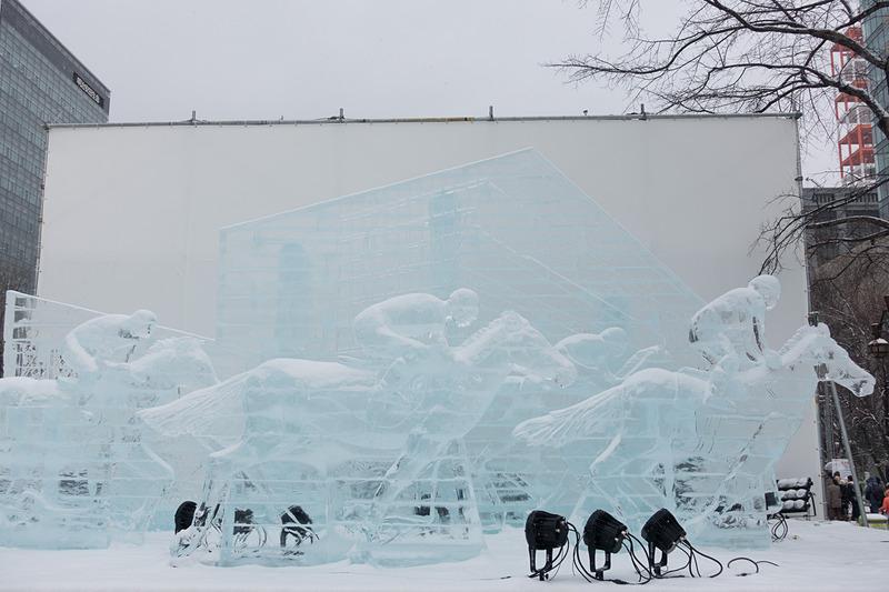 こちらも2丁目。JRAによる氷像