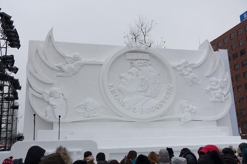 5丁目の中雪像「バーンスタイン」