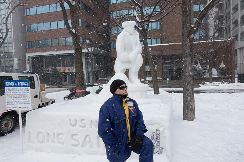 これは、米海軍三沢スノーチームによる雪像