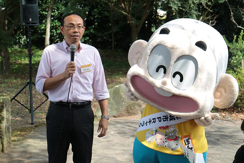 都城市 市長の池田宜永(たかひさ)氏は地元出身。市のPRキャラクターであるぼんちくんとともにごあいさつ