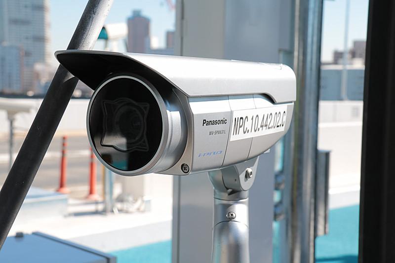 このカメラは通過車両を捉えて5種類の料金区分を判別するためのもの。ただし必ずすべての車種を判別できるわけではないとのことで、最終的な判断は現場の徴収員が行なうようだ
