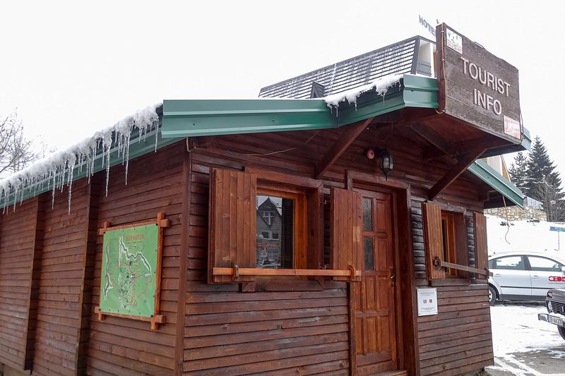 ジャブリャクの街にあるドゥルミトル国立公園の情報センター