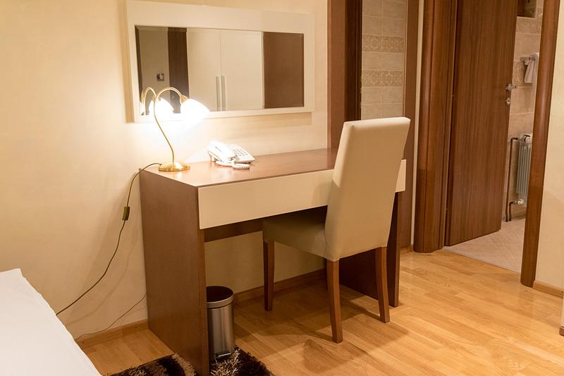 ベッドルームとリビングルームに分かれたスタジオ・アパートメントの客室