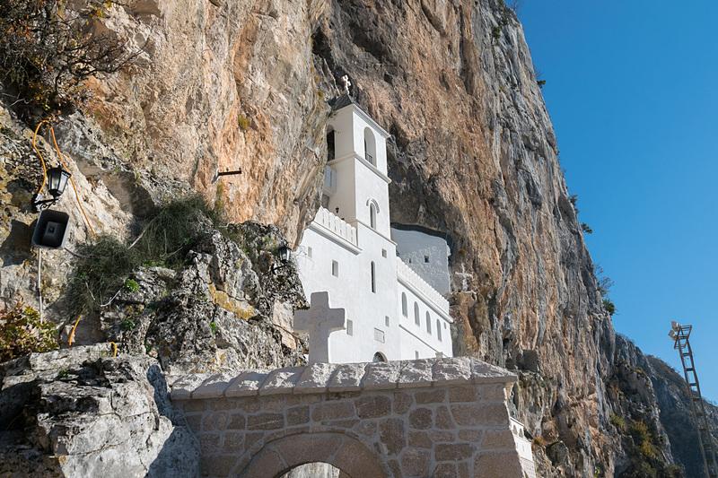 オストログ修道院(Ostrog Monastery)