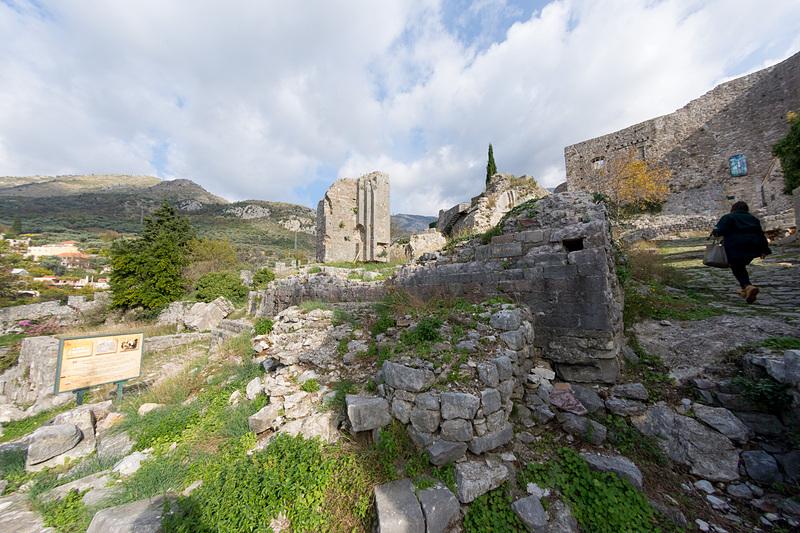 バール旧市街の要塞跡は至るところが崩壊している。モンテネグロ人がオスマン帝国支配からの解放を目指して戦った証だ