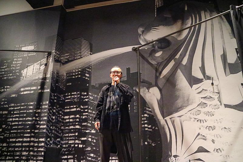 敬愛する山本耀司さんの作品の撮影を母国でできたことが「本当に幸せなこと」と語るレスリー・キーさん。「マリーナベイ・サンズ」の有名なインフィニティ・プールでも撮影を行なっている