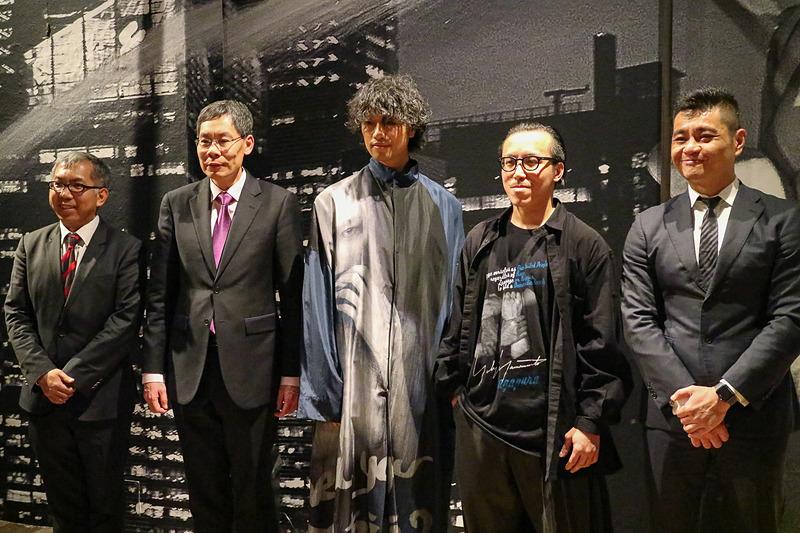 左からシンガポール政府観光局 副長官 チャン・チー・ペイ氏、シンガポール共和国 大使 ルイ・タック・ユー閣下、シンガポール観光大使で俳優・映画監督の斎藤工さん、写真家のレスリー・キーさん、シンガポール政府観光局 北アジア局長 マーカス・タン氏