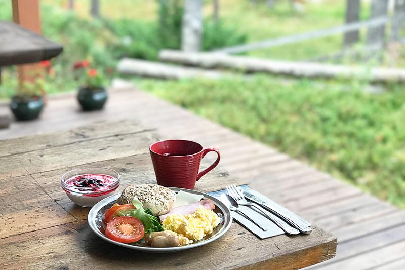ロッジで食べる朝食は空気もごちそうです