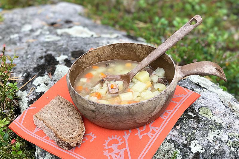 フィンランドのランチの定番、スープとパン