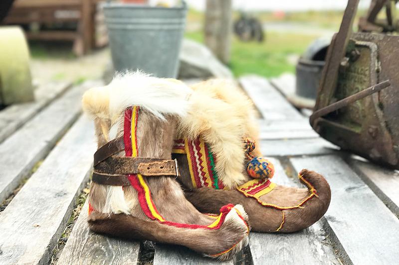極寒の中でも温かいというサーミ・ブーツはとってもキュート