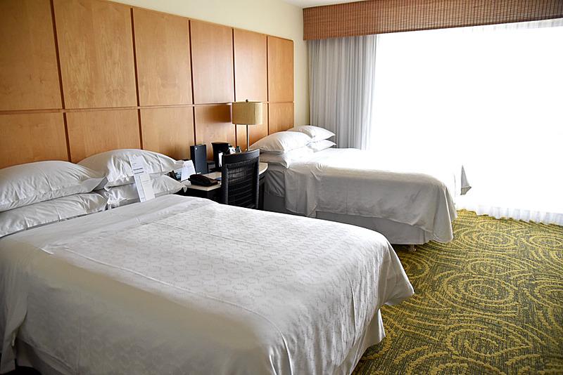ダブルベッド2台のお部屋は家族旅行や友人、恋人との滞在にぴったり