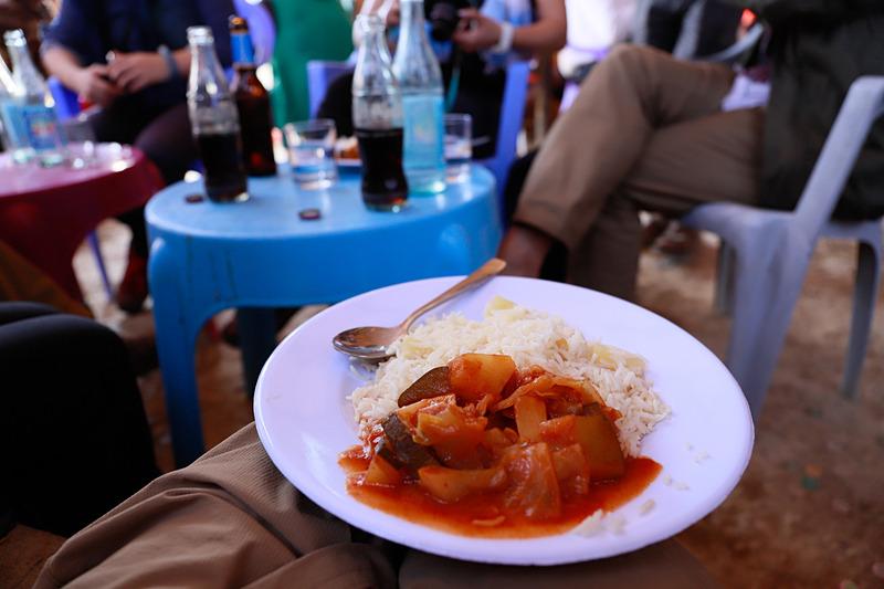 ランチのトマトカレー、お米が食べれてほっと一息