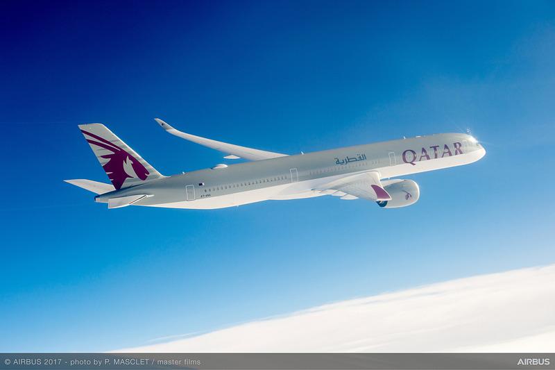 エアバス A350-900型機のストレッチモデル(長胴型)であるA350-1000型機は、A350-900型機より全長が約7m長く、プレミアムエリアが約40%広い
