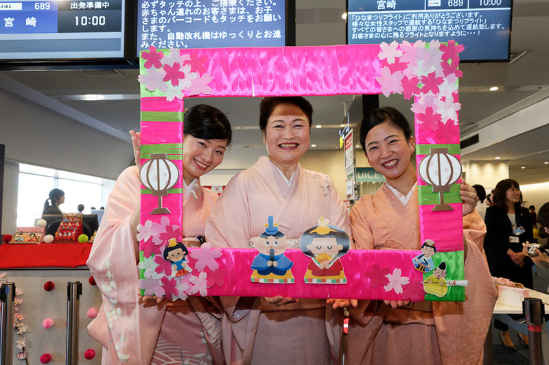 JALは2018年で10回目となる「ひなまつりフライト」を実施する。写真は2017年3月3日に撮影したもの