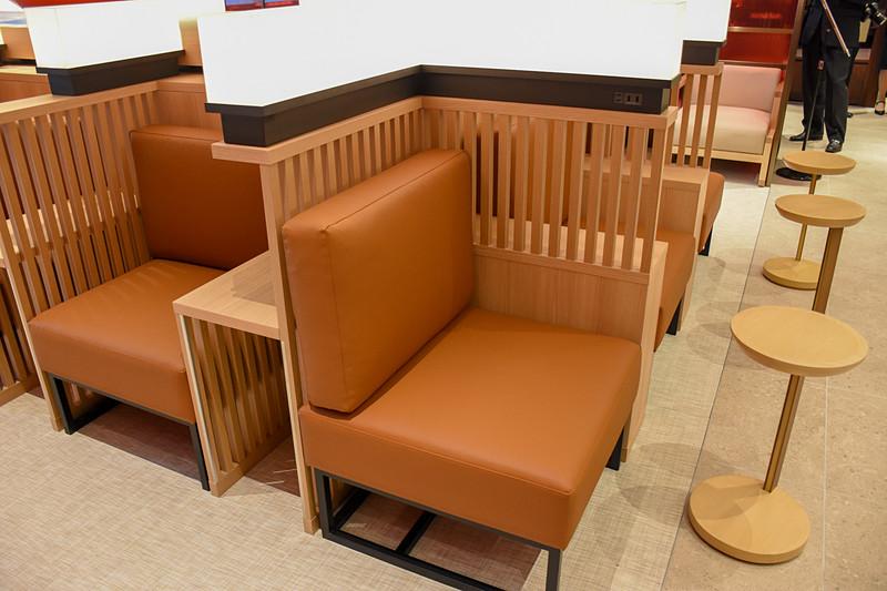 独立したテーブルを持つ席も