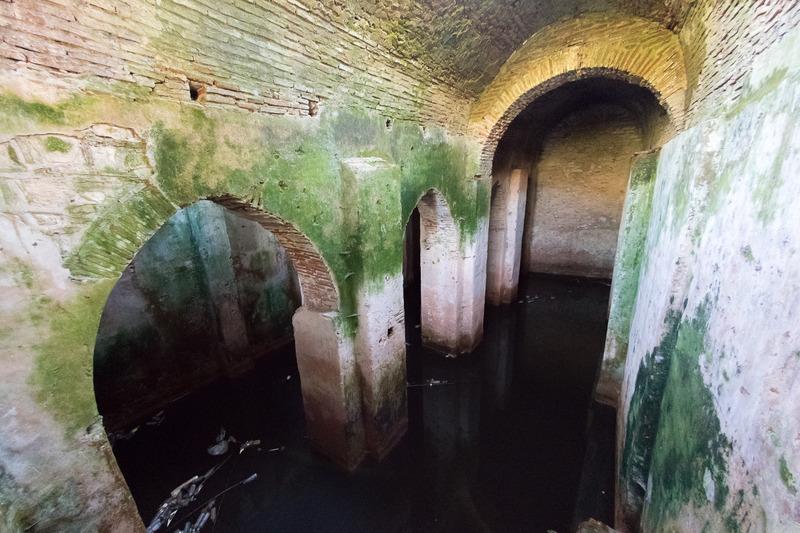 ここは水路でオスミ川とつながっている水道システムの名残だそう