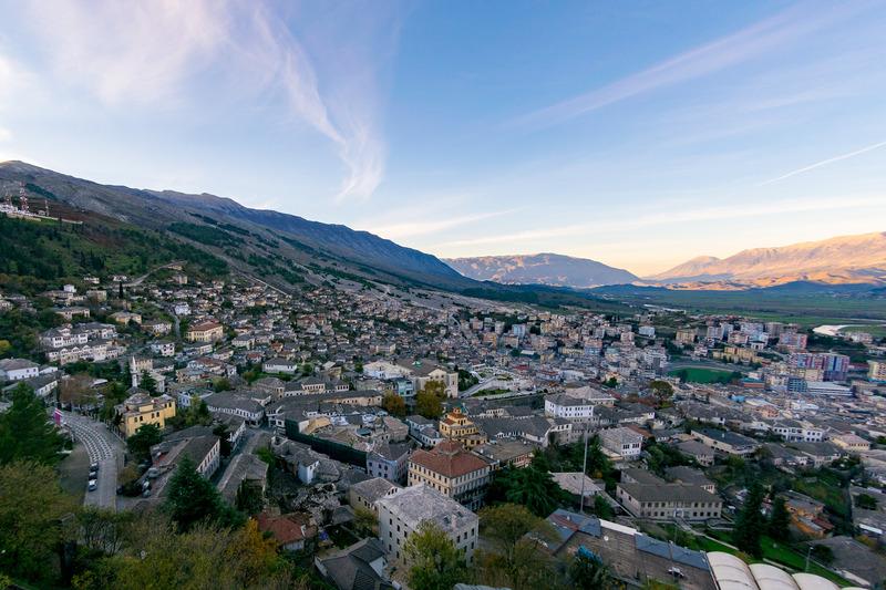 「石の街」とも呼ばれるユネスコ世界文化遺産「ジオカストラ」