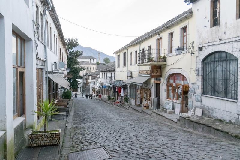 石畳の道路が広がる街並み