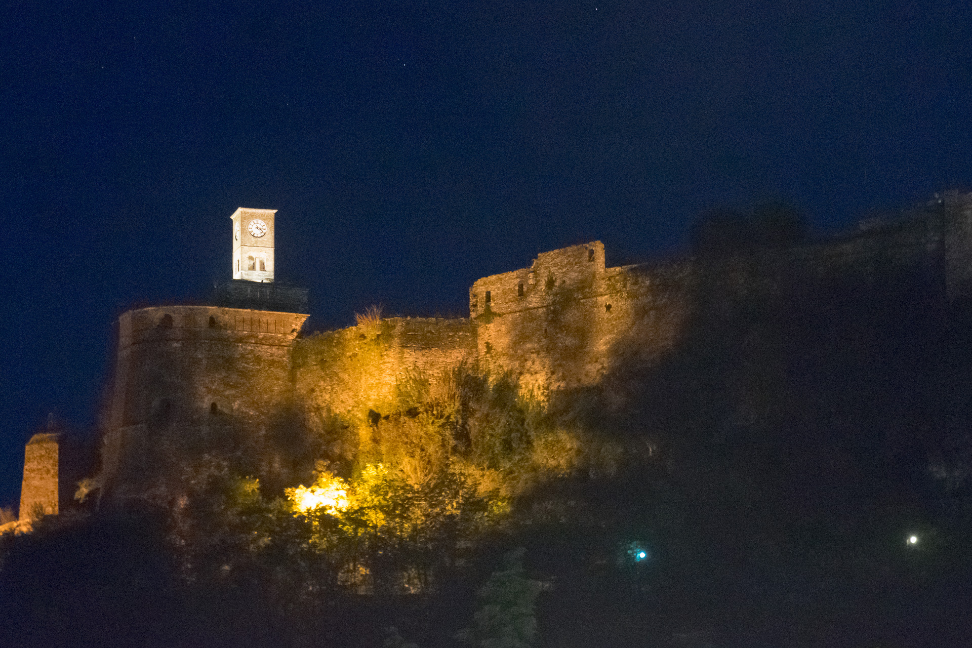 夜のジオカストラ城