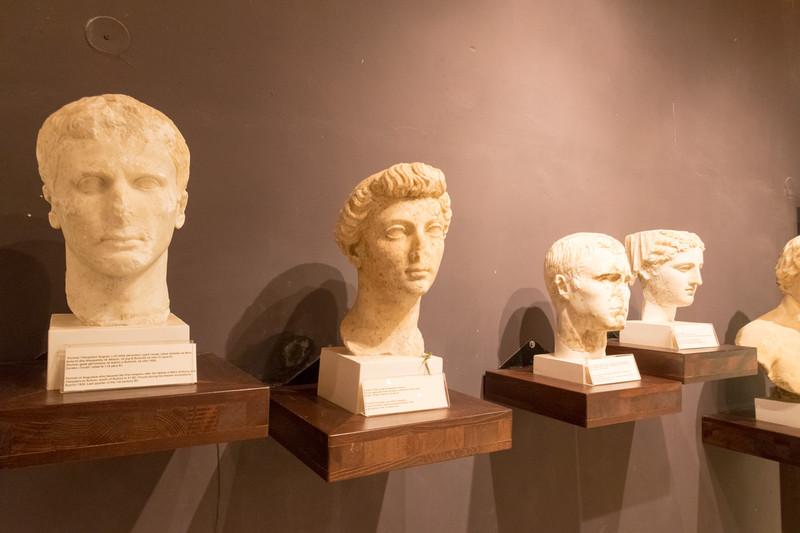 ヴェネツィア期の城。現在は博物館として公開されており、遺跡からの発掘品などを展示している(許可を得て撮影)