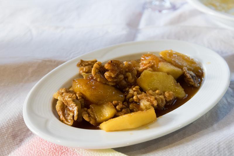 パイやミートボールなど、アルバニアの伝統料理をいただいた