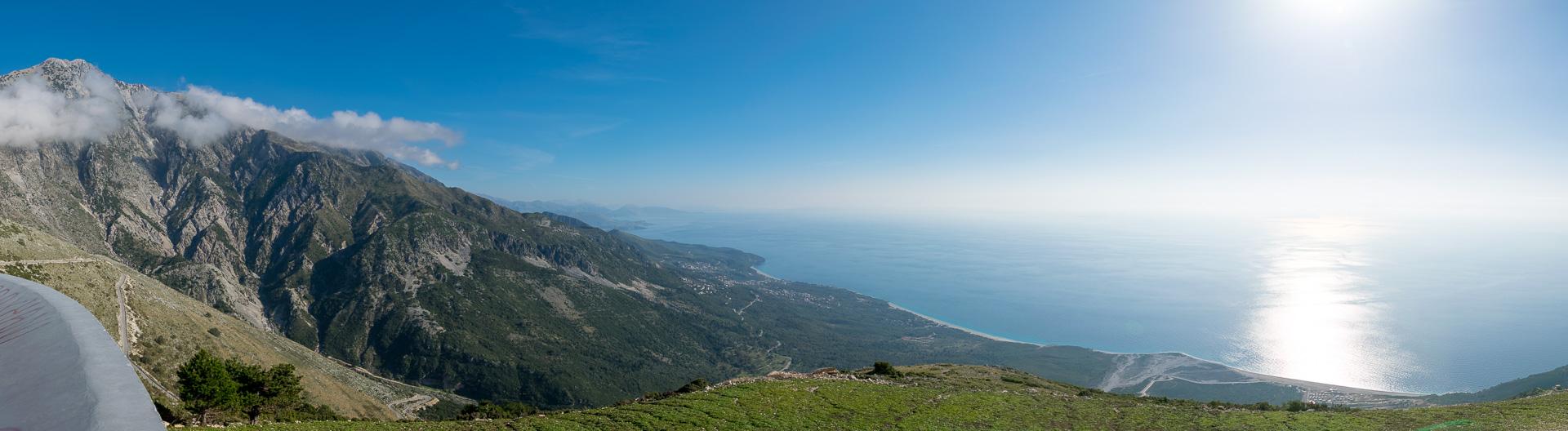 チカ山とイオリア海を望むビューイングスポットより