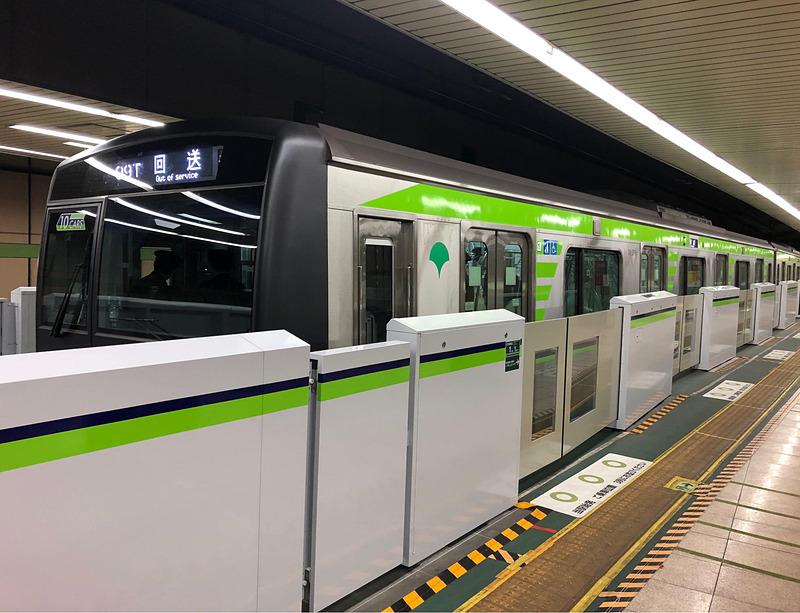 東京都交通局は都営新宿線 本八幡駅にホームドアを設置する