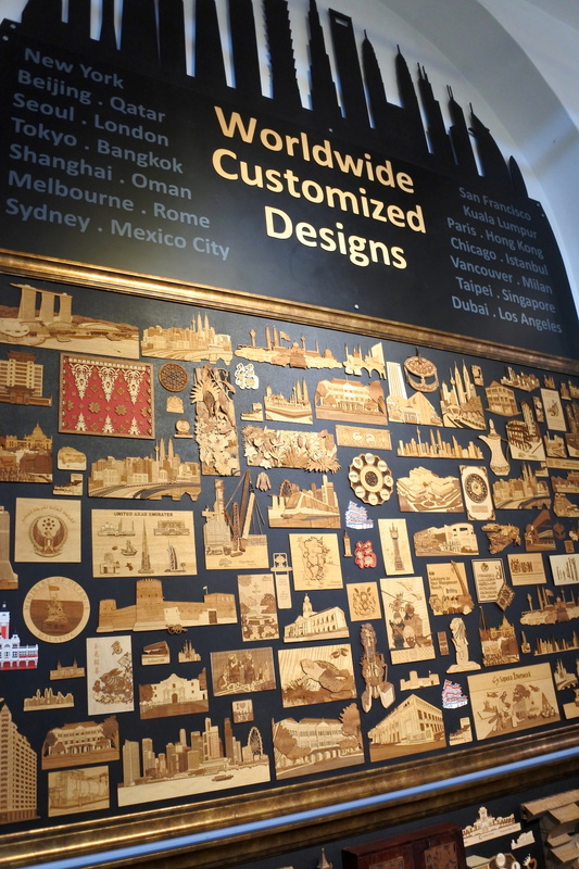 作品の数々がデコレーションされていた。ギャラリー内のショップで各種製品を購入可能だ