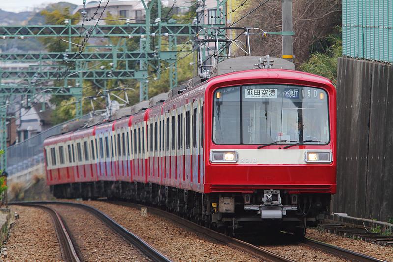 3月下旬に引退する2000形(車体番号:2011~、8両編成 ※リバイバル塗装車)